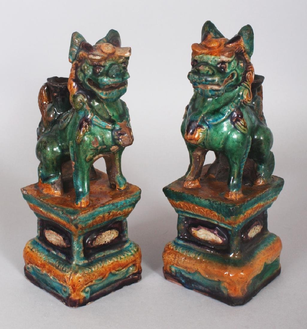 A PAIR OF CHINESE MING DYNASTY FAHUA GLAZED POTTERY
