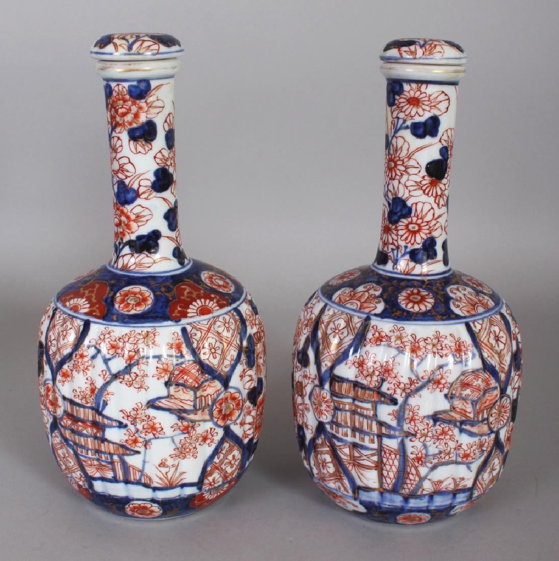 A PAIR OF JAPANESE MEIJI PERIOD IMARI FLUTED PORCELAIN