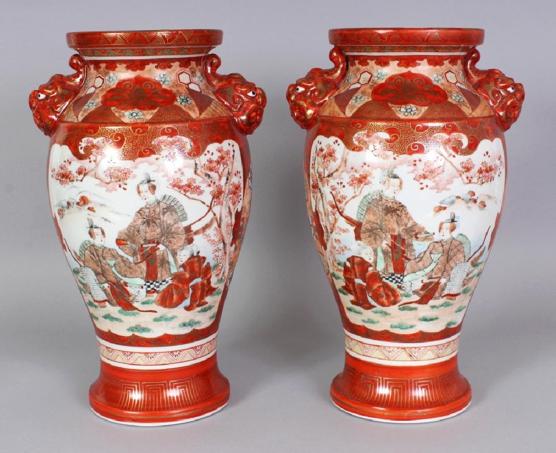 A MIRROR PAIR OF JAPANESE KUTANI PORCELAIN VASES, with