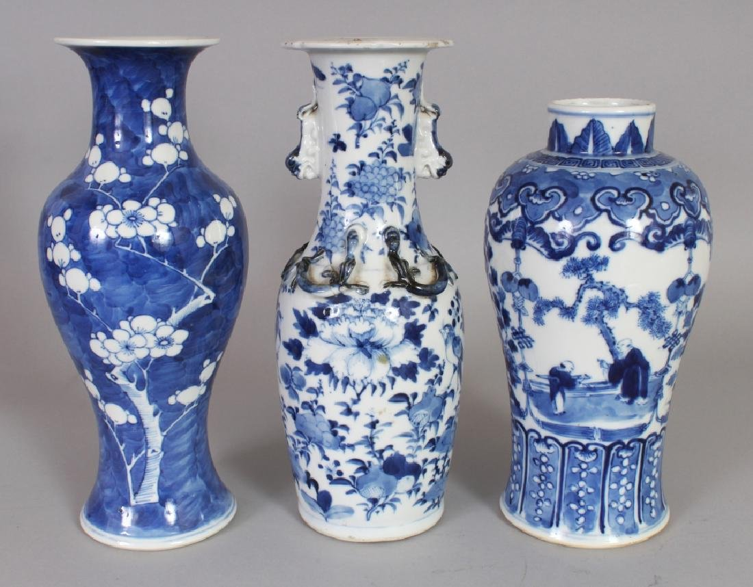 A GROUP OF THREE 19TH CENTURY CHINESE BLUE & WHITE