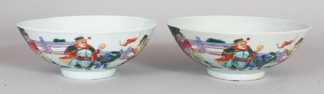 A PAIR OF LATE 19TH CENTURY CHINESE FAMILLE ROSE