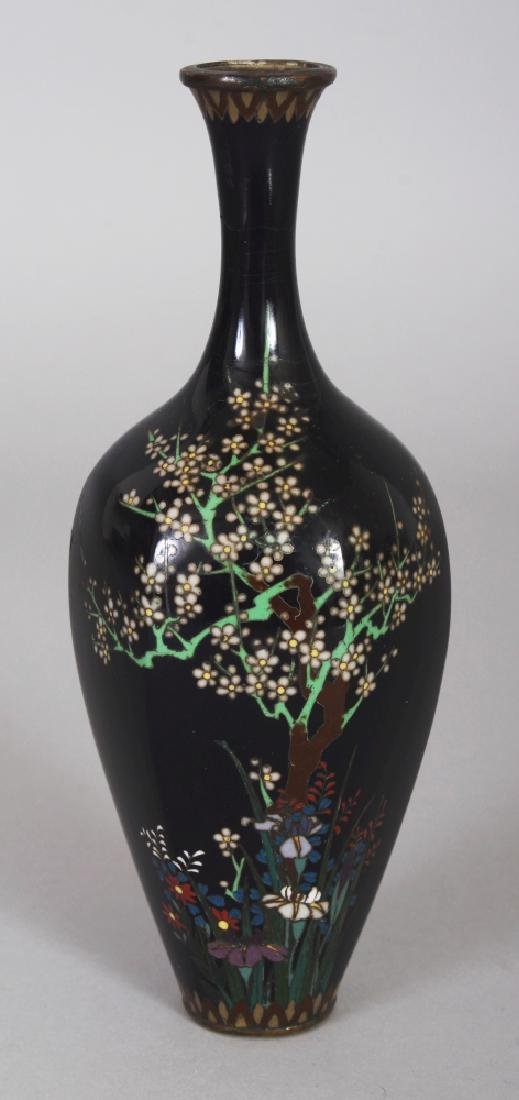 A SMALL GOOD QUALITY SIGNED JAPANESE MEIJI PERIOD