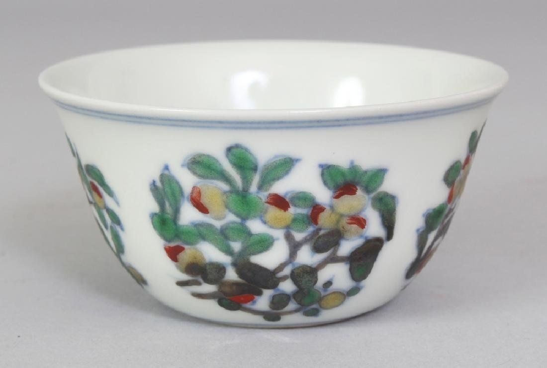 A CHINESE MING STYLE DOUCAI PORCELAIN TEABOWL, 2.8in