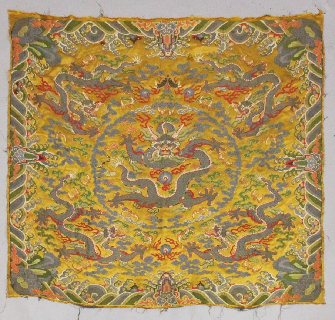 A GOOD LARGE 19TH/20TH CENTURY CHINESE YELLOW GROUND