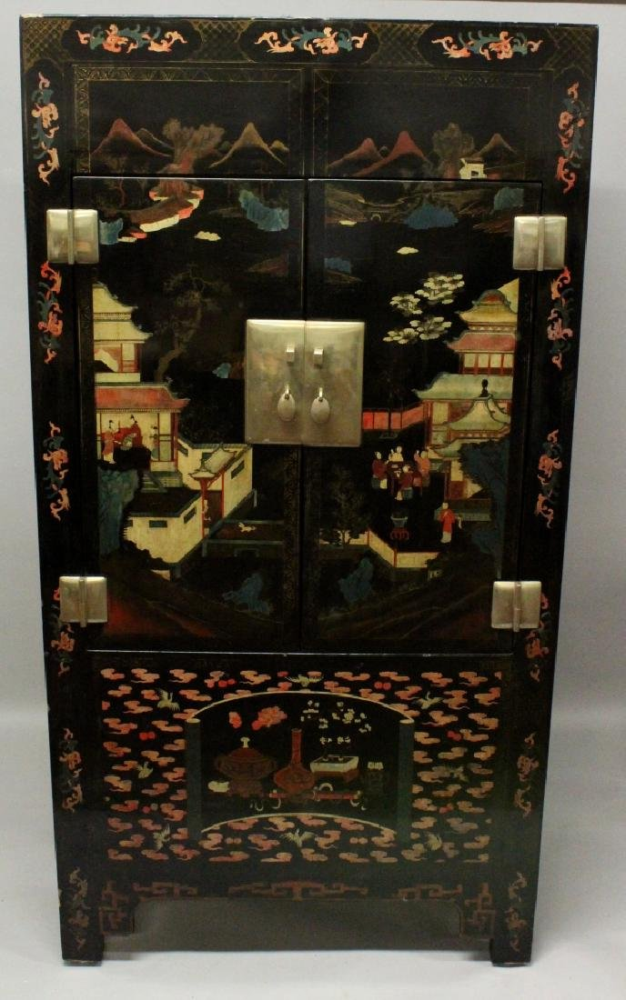 A LARGE 20TH CENTURY CHINESE LACQUERED WOOD CABINET,