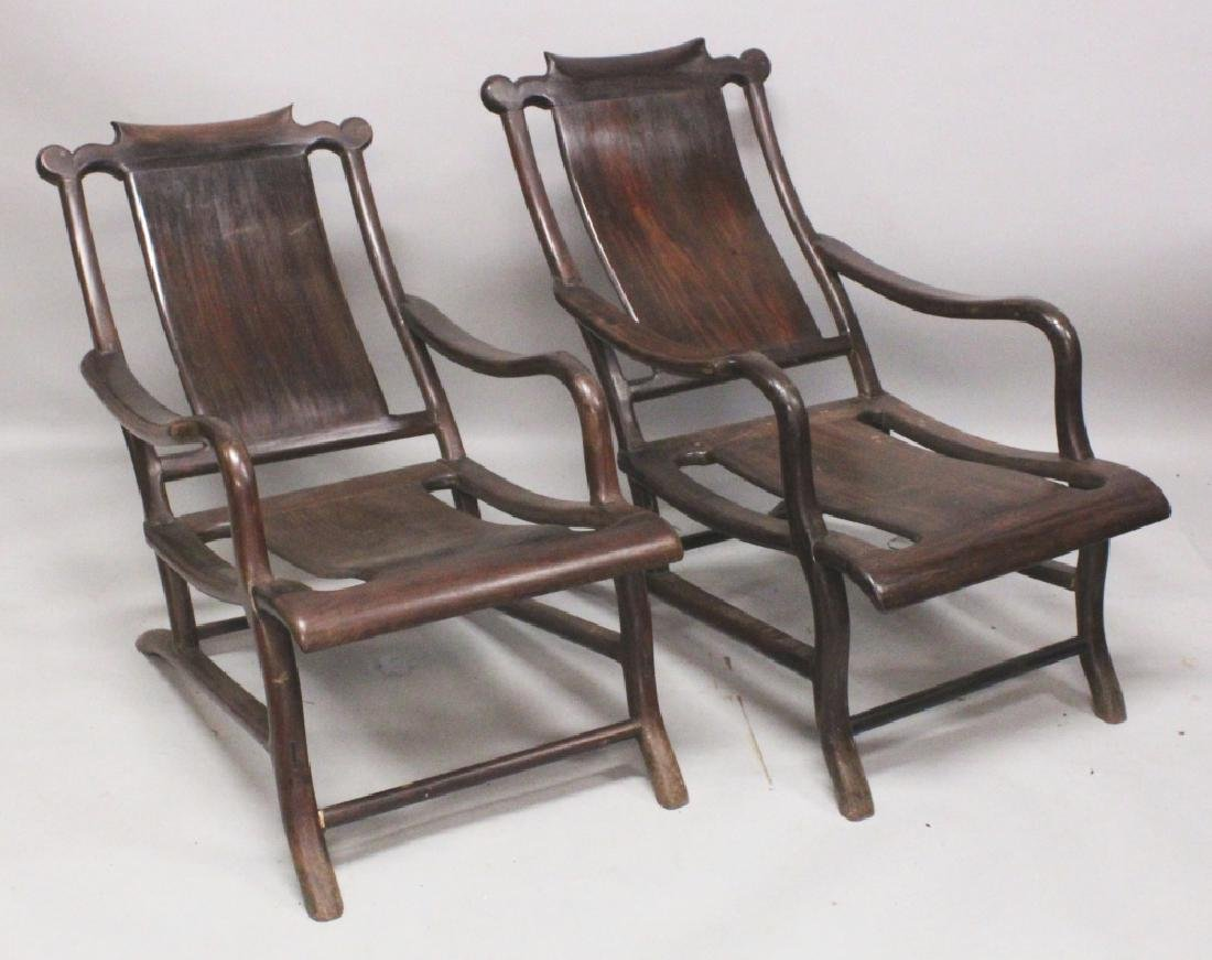 A PAIR OF GOOD QUALITY CHINESE CARVED HARDWOOD