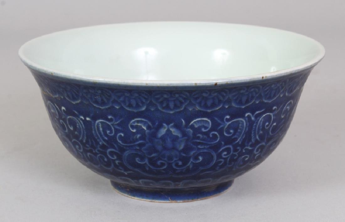 A CHINESE MING STYLE UNDERGLAZE DECORATED & BLUE GLAZED