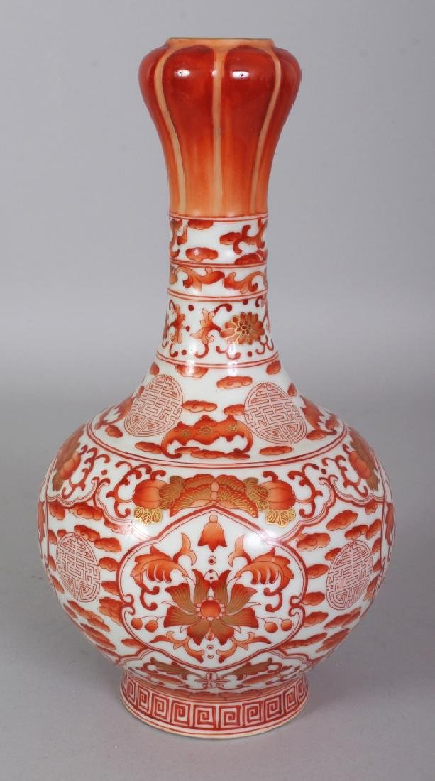 A CHINESE ROUGE-DE-FER PORCELAIN VASE, with a garlic