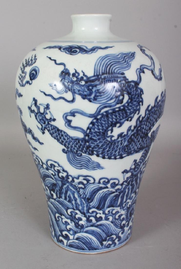 A CHINESE YUAN STYLE BLUE & WHITE PORCELAIN DRAGON