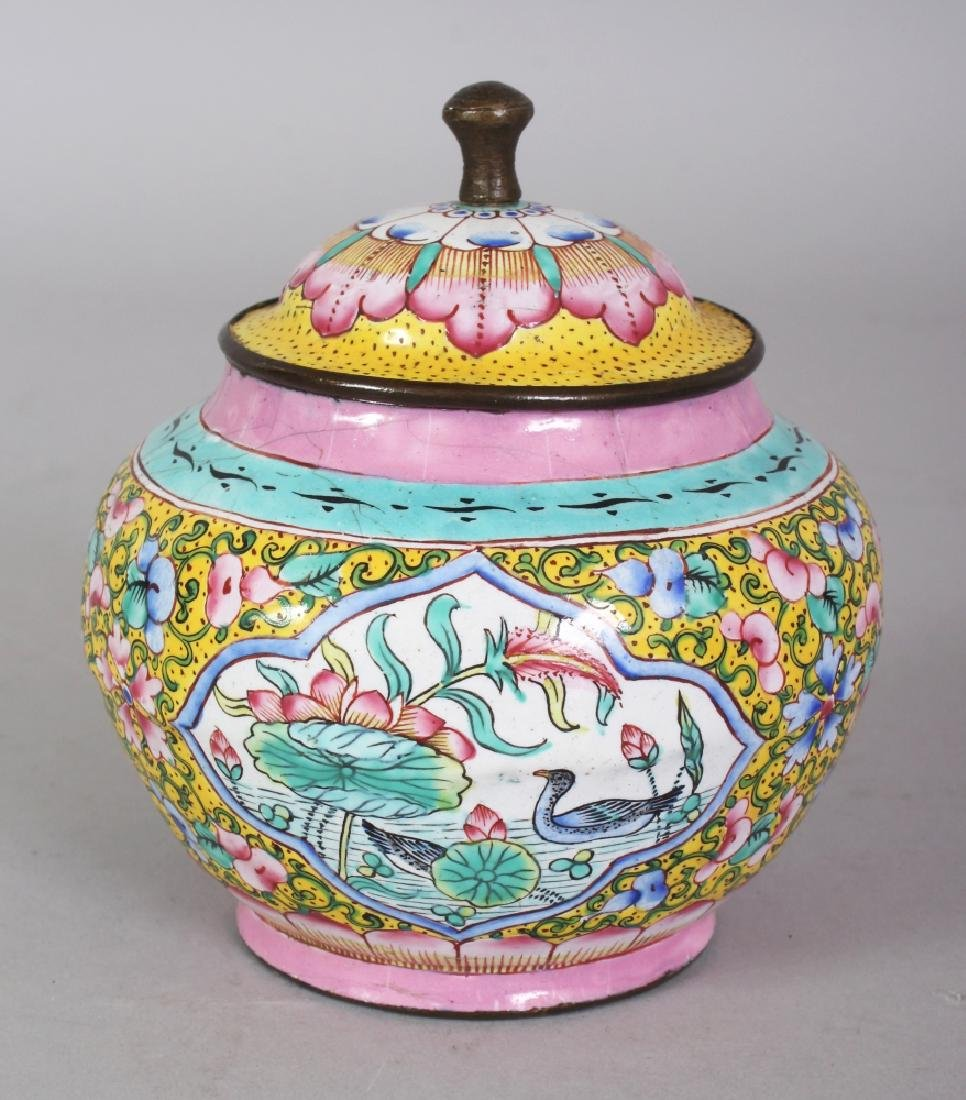 A SMALL 19TH/20TH CENTURY CHINESE CANTON ENAMEL JAR &