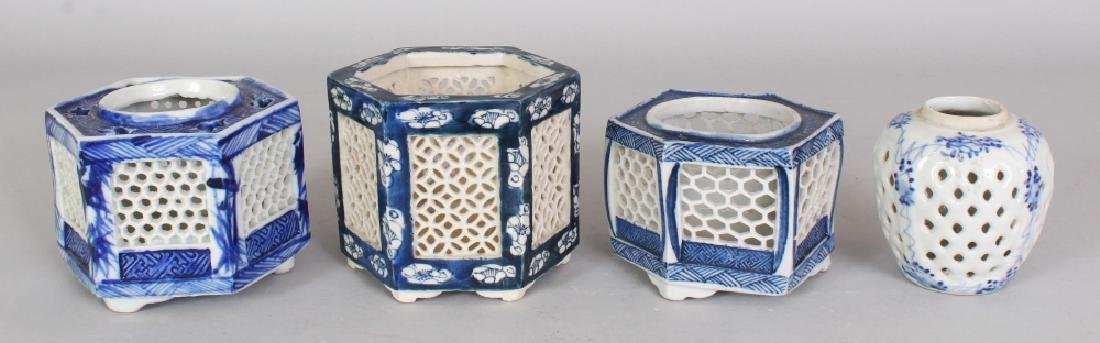 A GROUP OF THREE EARLY 20TH CENTURY JAPANESE BLUE &