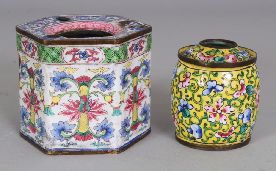 TWO SMALL PIECES OF 19TH CENTURY CHINESE CANTON ENAMEL,