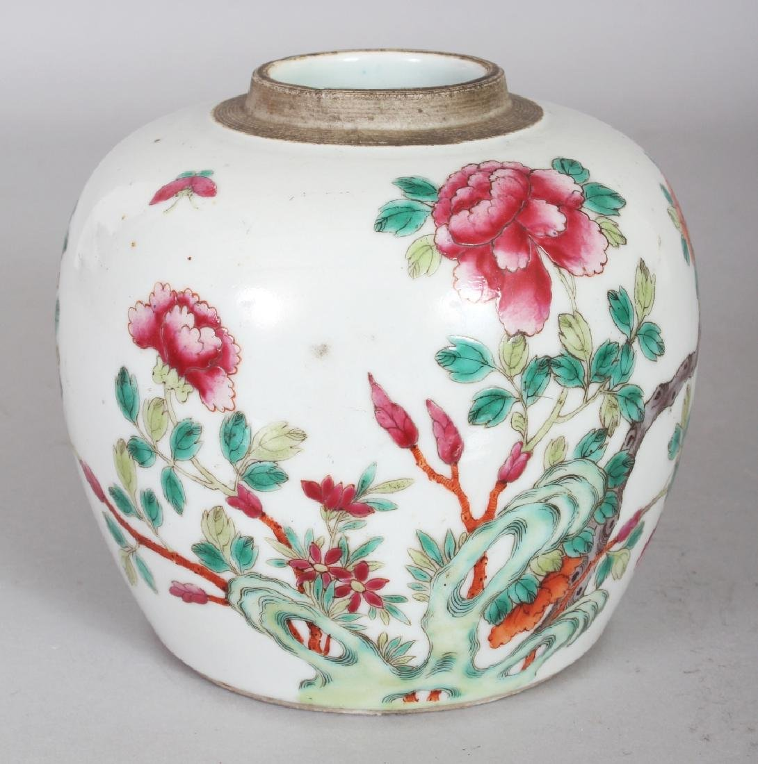 A 19TH CENTURY CHINESE FAMILLE ROSE PORCELAIN JAR,