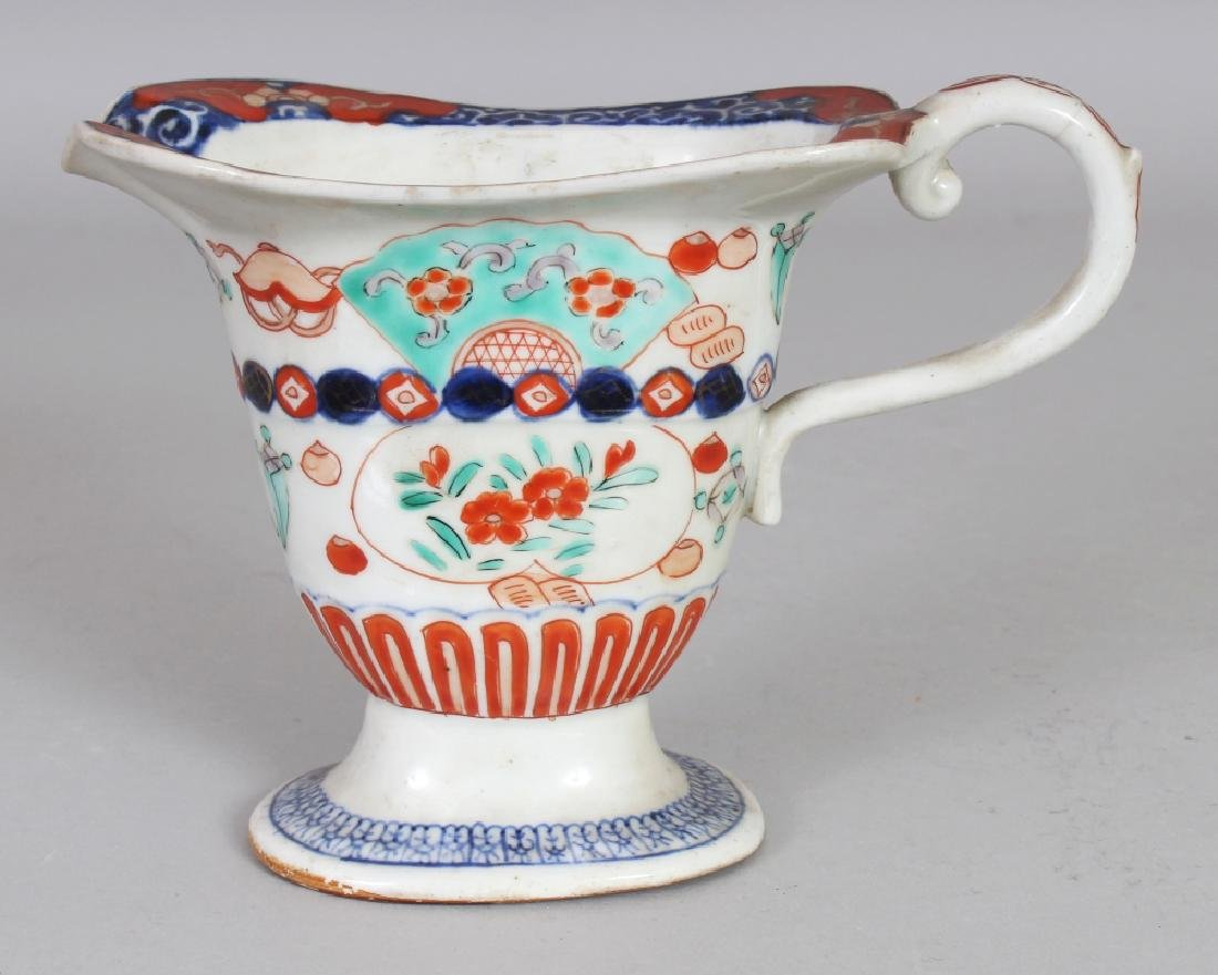 AN EARLY 20TH CENTURY JAPANESE IMARI PORCELAIN MILK