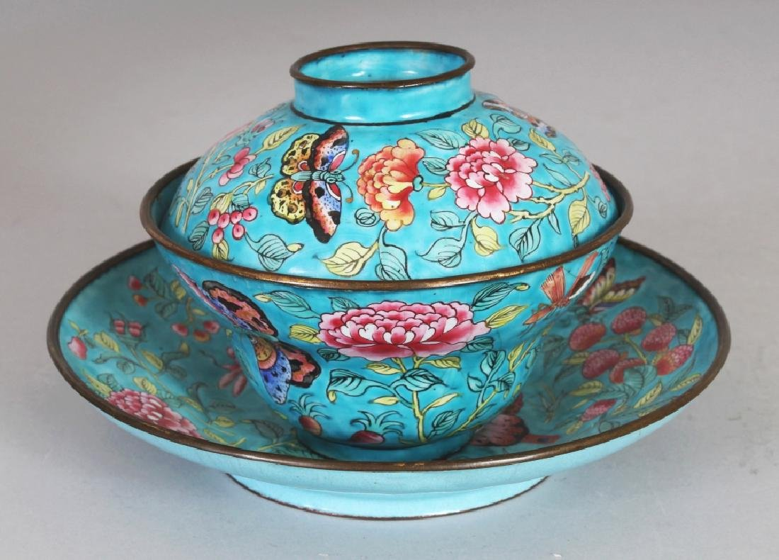 A 19TH CENTURY CHINESE TURQUOISE GROUND FAMILLE ROSE