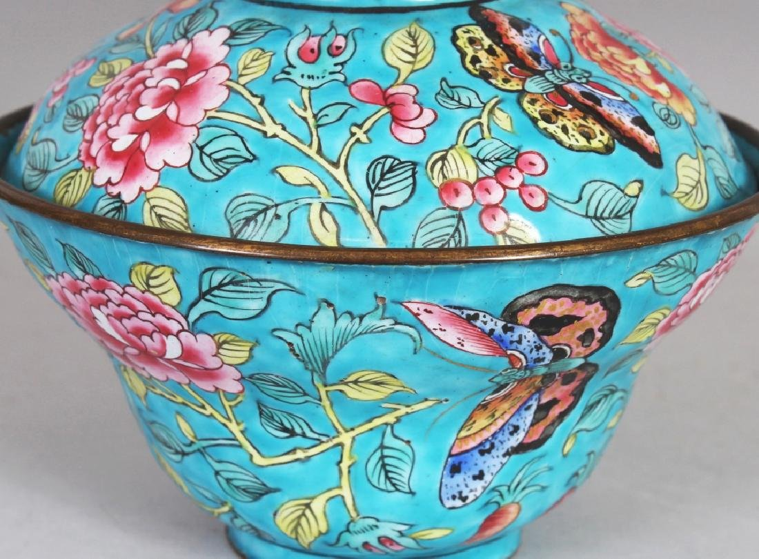 A 19TH CENTURY CHINESE TURQUOISE GROUND FAMILLE ROSE - 3