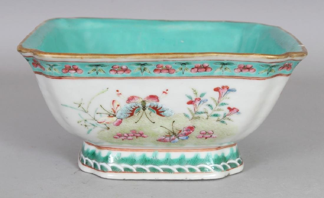 A CHINESE TONGZHI MARK & PERIOD FAMILLE ROSE PORCELAIN