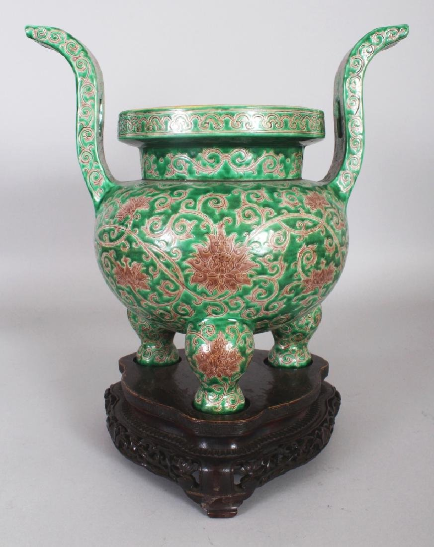 A LARGE GOOD QUALITY CHINESE MING STYLE GREEN &