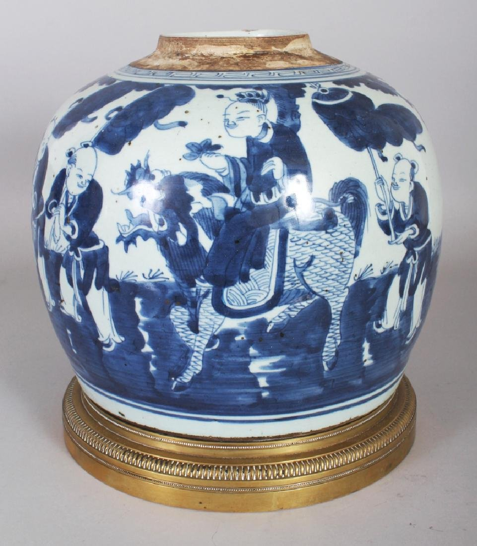 A LARGE 19TH/20TH CENTURY CHINESE BLUE & WHITE