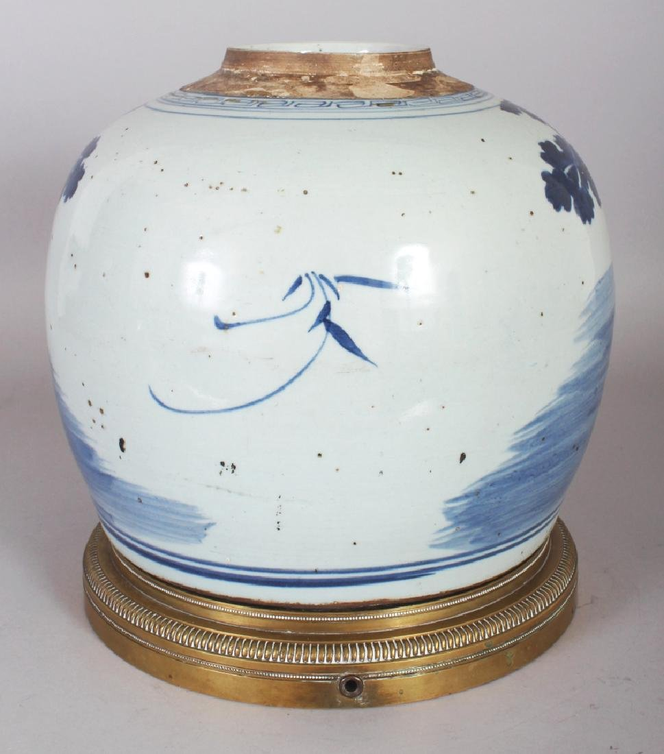 A LARGE 19TH/20TH CENTURY CHINESE BLUE & WHITE - 2