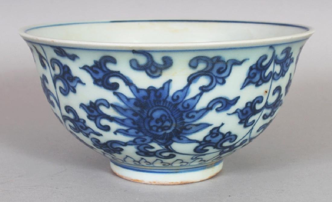 A CHINESE MING STYLE BLUE & WHITE LOTUS DECORATED