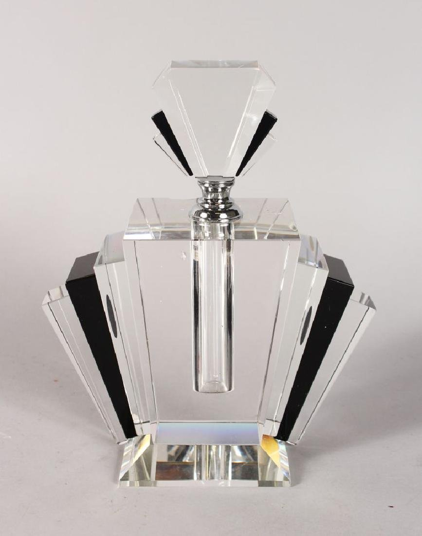 A GOOD ART DECO DESIGN SCENT BOTTLE.