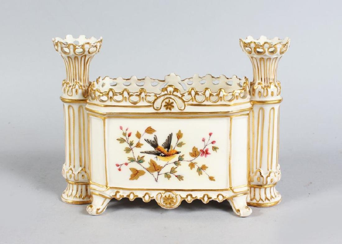 A 19TH CENTURY DERBY PORCELAIN CANDLE ENDED BOX, CIRCA.