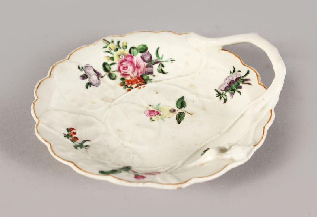 A WORCESTER BLIND EARL PATTERN LEAF SHAPED DISH with