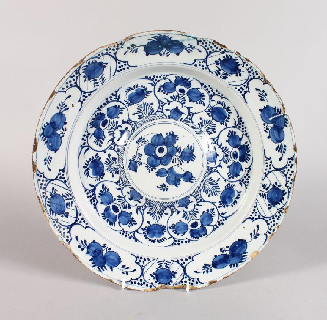 AN 18TH CENTURY DELFT TIN GLAZE BLUE AND WHITE CIRCULAR