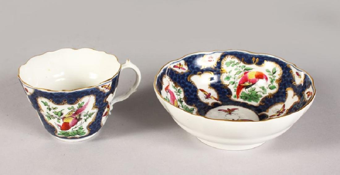 A LATE 18TH CENTURY WORCESTER CHOCOLATE CUP AND STAND