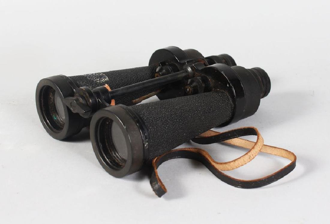 A PAIR OF BARR & STROUD MILITARY BINOCULARS, 7x