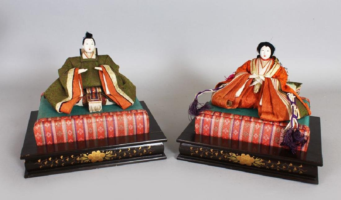 A PAIR OF JAPANESE FABRIC FIGURES.