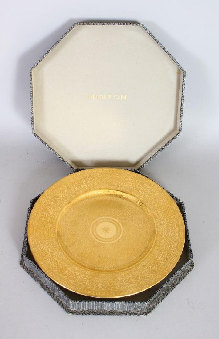 AN ISLAMIC DESIGN GOLD LEAF MINTON PLATE, in box.
