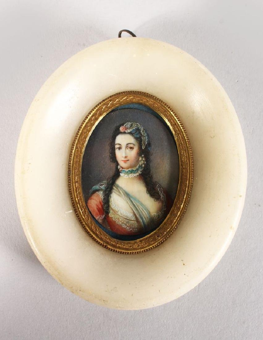 A 19TH CENTURY OVAL PORTRAIT MINIATURE OF A YOUNG LADY,