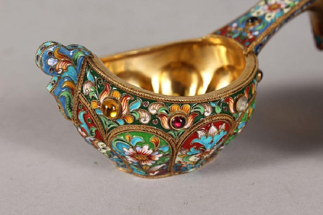 A VERY GOOD PAIR OF RUSSIAN SILVER AND ENAMEL KOVSH, - 2