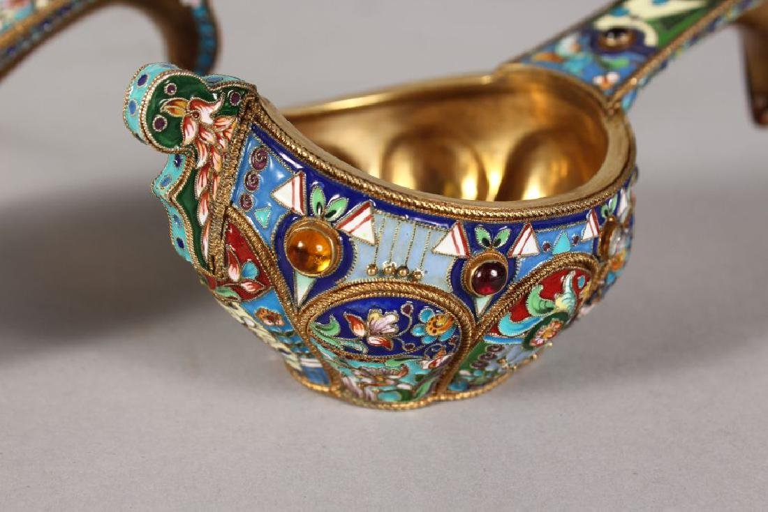 A VERY GOOD PAIR OF RUSSIAN SILVER AND ENAMEL KOVSH, - 3
