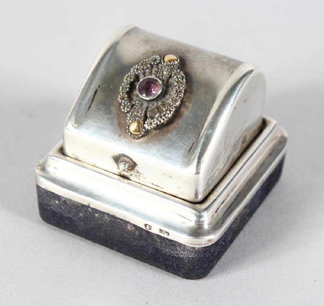 A CONTINENTAL SILVER RING BOX.