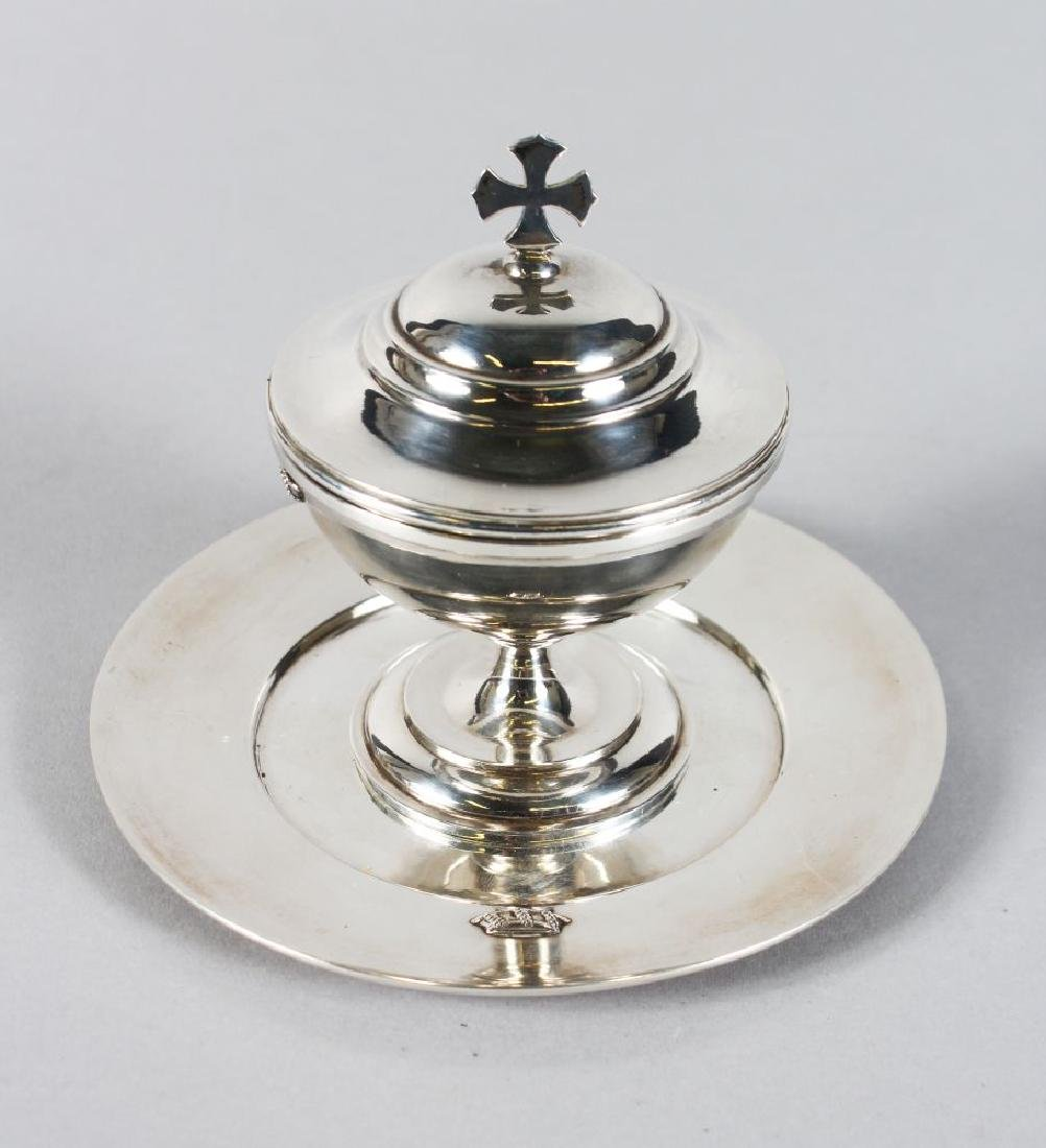 A SILVER PATEN CUP AND COVER (2).