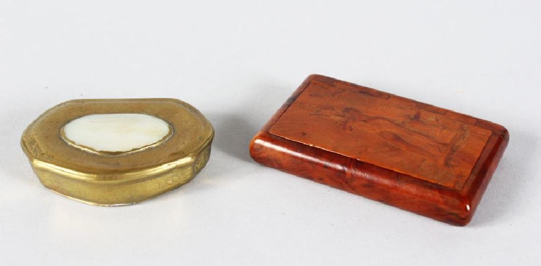 A GEORGIAN BRASS SNUFF BOX and A WOODEN SNUFF BOX (2).