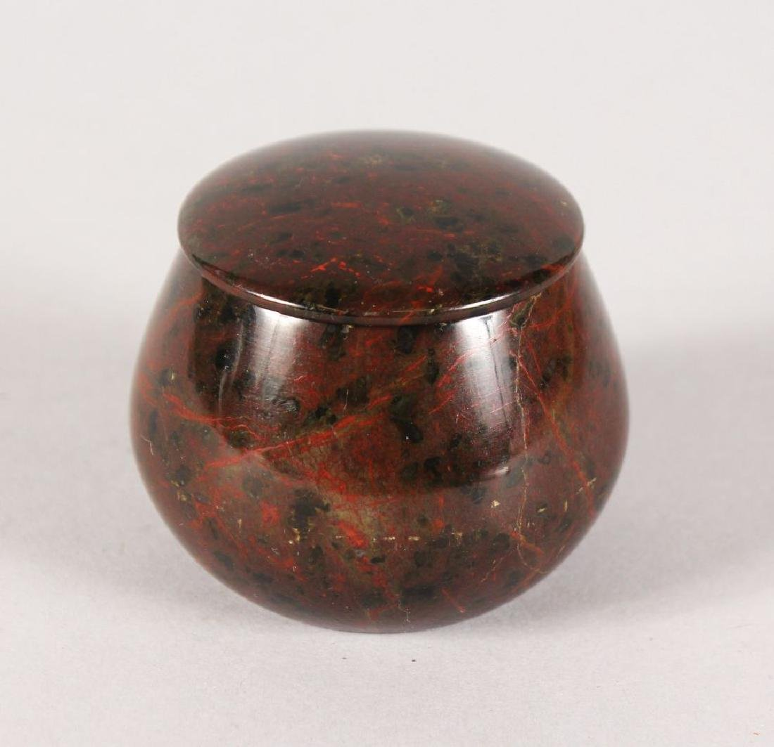 A CIRCULAR MARBLE PILL BOX AND COVER.  1.5ins high.