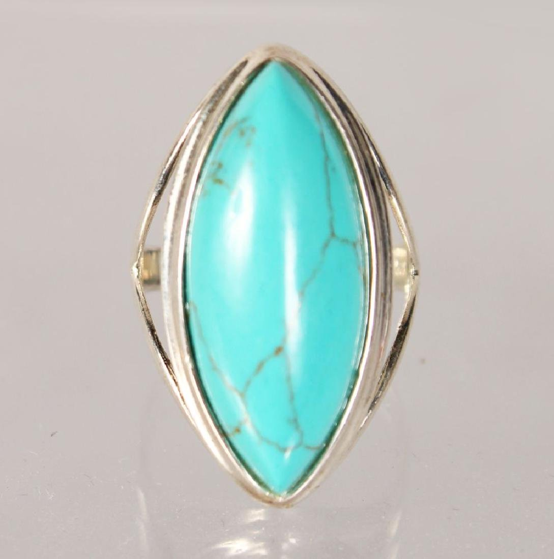 A SILVER TURQUOISE RING.
