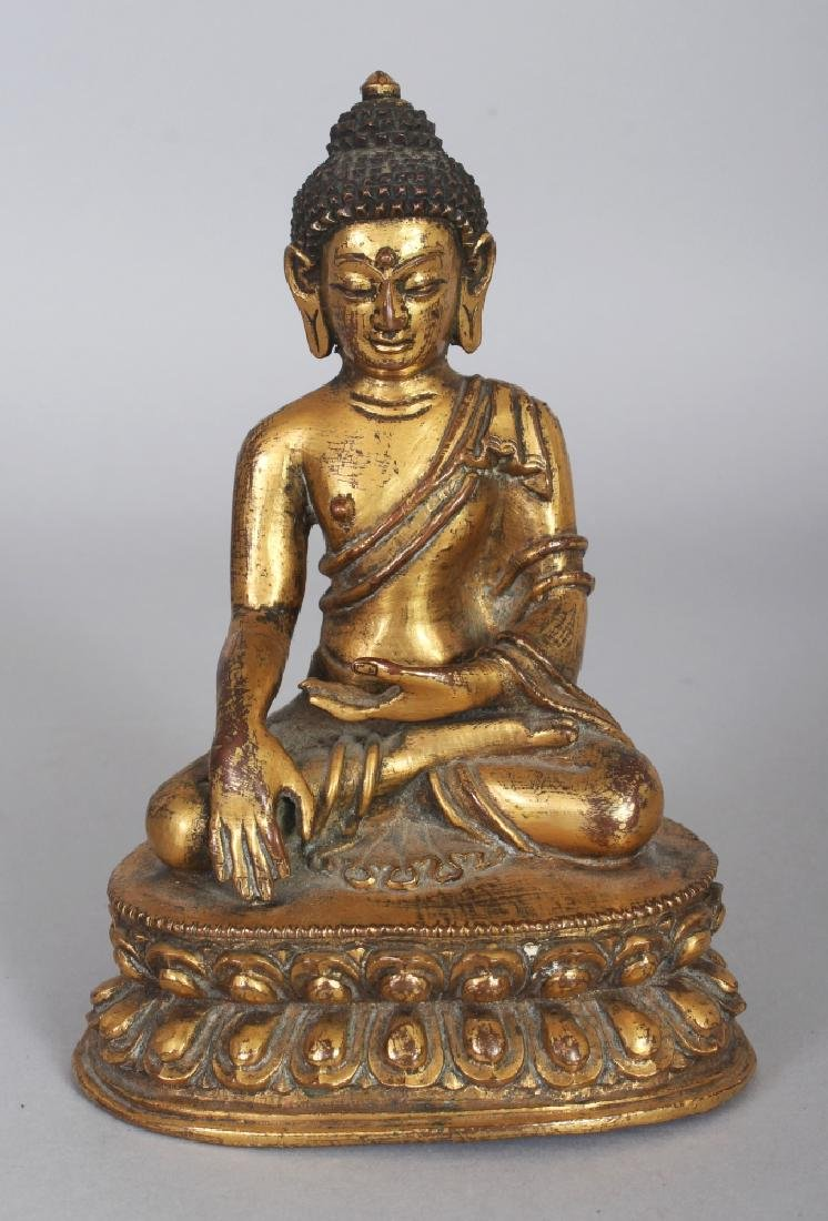 A GOOD QUALITY 18TH/19TH CENTURY TIBETAN GILT BRONZE