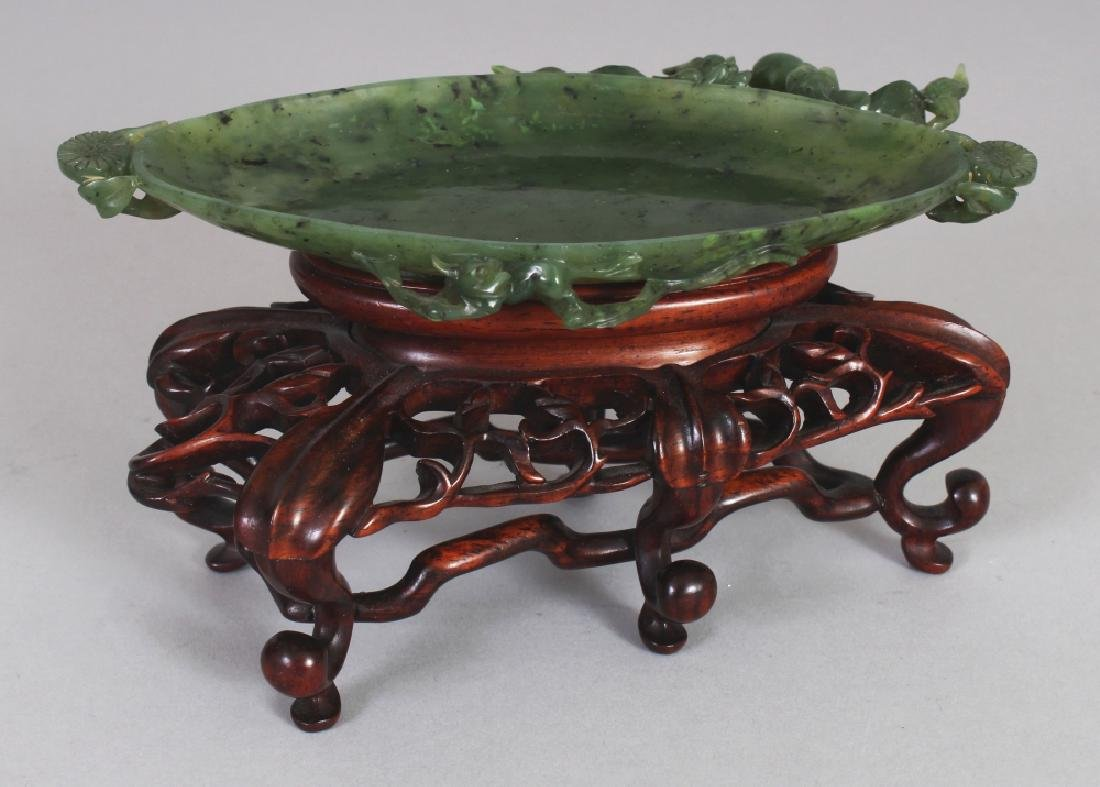A FINE QUALITY 19TH/20TH CENTURY CHINESE GREEN JADE