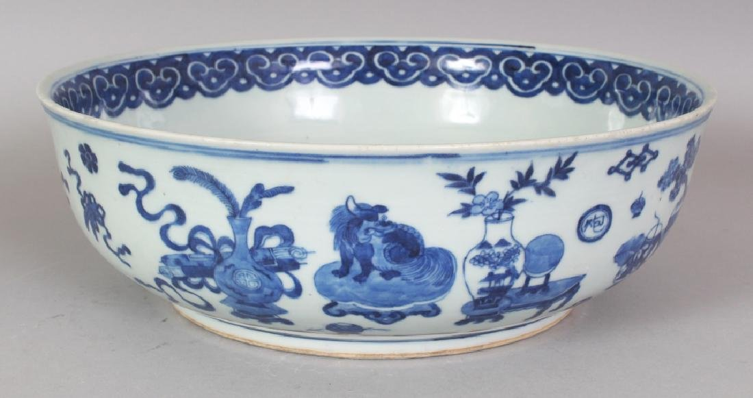 A GOOD 18TH/19TH CENTURY CHINESE BLUE & WHITE PORCELAIN