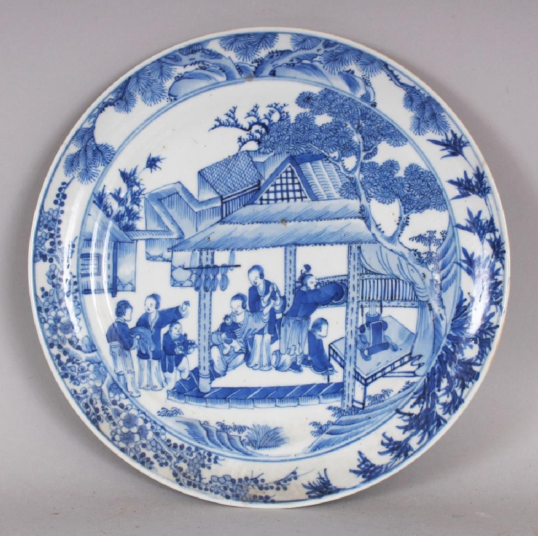 A 19TH CENTURY CHINESE BLUE & WHITE PORCELAIN PLATE,