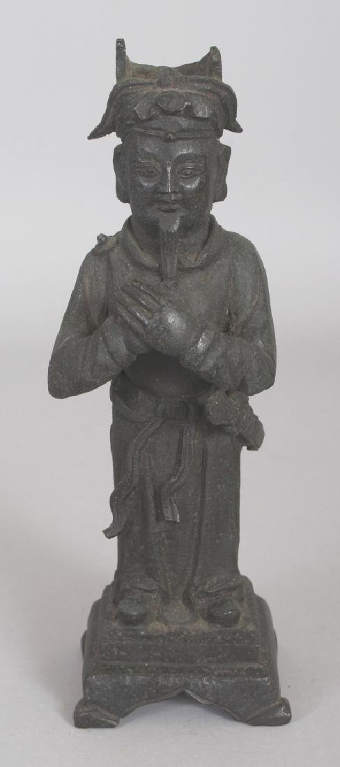 A 17TH CENTURY CHINESE BRONZE FIGURE OF A STANDING