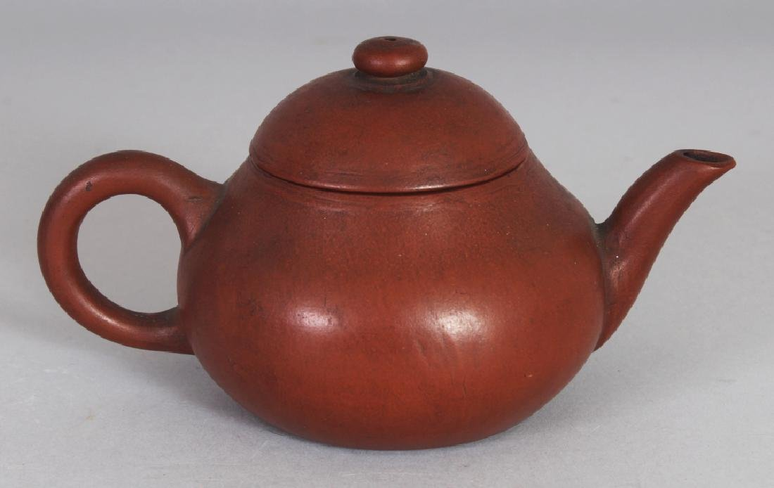 AN 18TH/19TH CENTURY CHINESE YIXING POTTERY TEAPOT & - 2