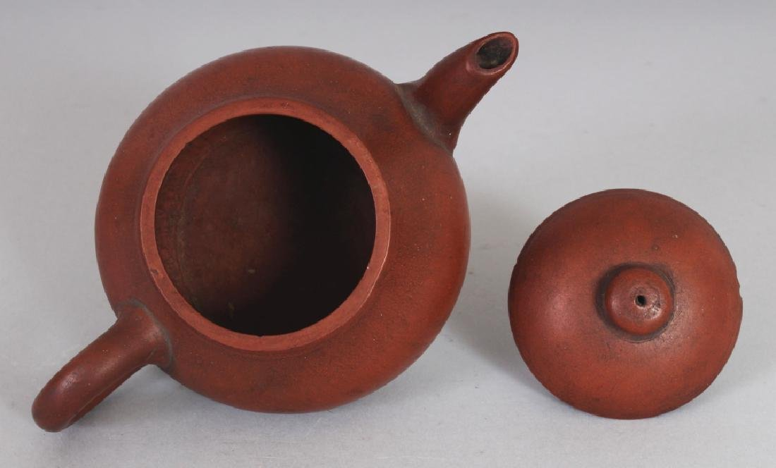 AN 18TH/19TH CENTURY CHINESE YIXING POTTERY TEAPOT & - 3
