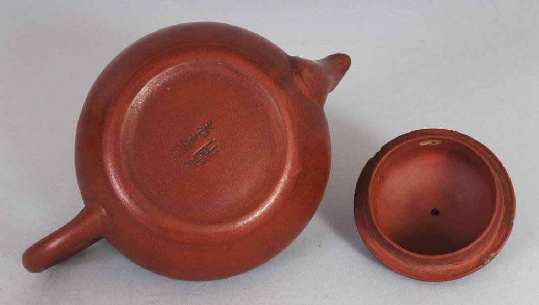 AN 18TH/19TH CENTURY CHINESE YIXING POTTERY TEAPOT & - 4