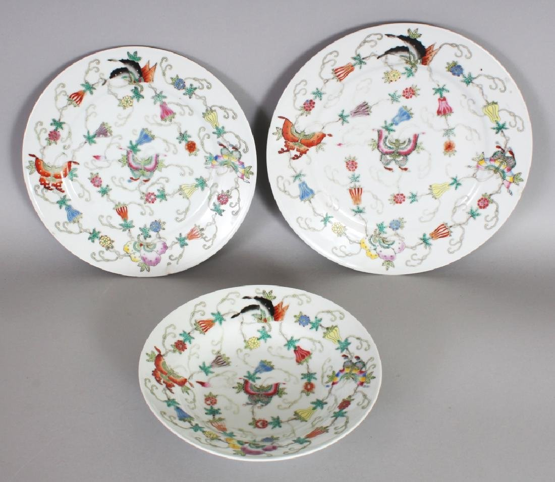 TWO 20TH CENTURY CHINESE FAMILLE ROSE PORCELAIN PLATES
